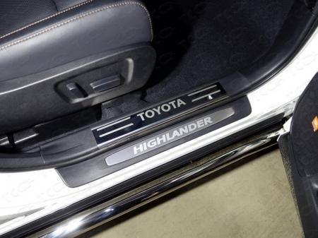 Toyota Highlander 2017-Накладки на пластиковые пороги (лист зеркальный надпись Toyota) 2шт